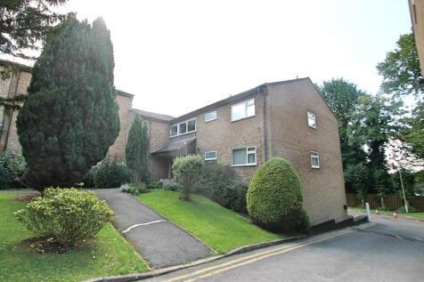 Hogarth Court, Steeplands, Bushey. 2 bedroom flat