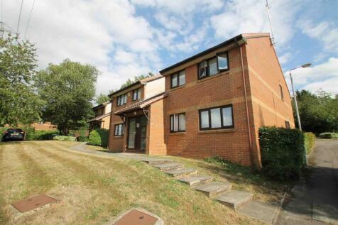 Richfield Road, Bushey. 2 bedroom flat