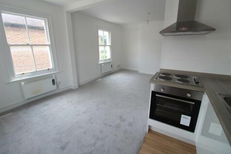 North Street, Romford. 2 bedroom flat