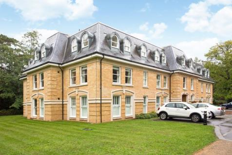 Normansfield Avenue Teddington TW11. 3 bedroom apartment