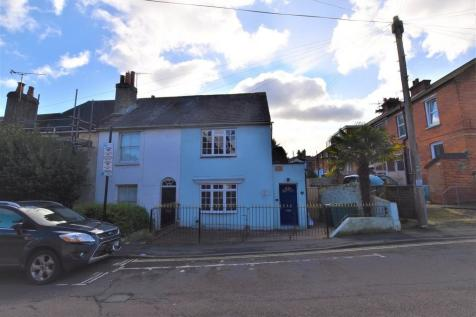 St. Marys Road, Cowes. 3 bedroom semi-detached house