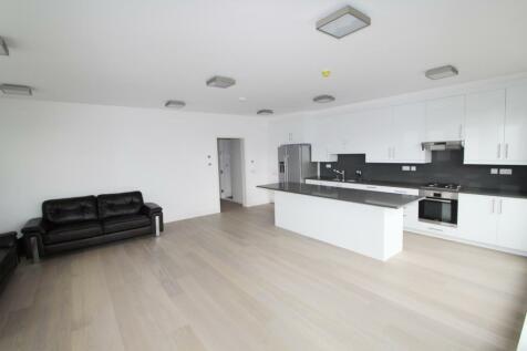 Elm Avenue, Ealing, London, W5. 3 bedroom apartment
