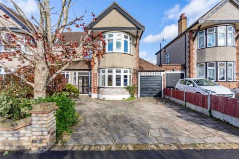 Southview Drive, Upminster, RM14. 4 bedroom semi-detached house for sale