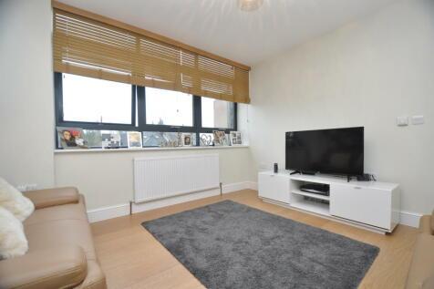 High Road, North Finchley, N12. 2 bedroom flat