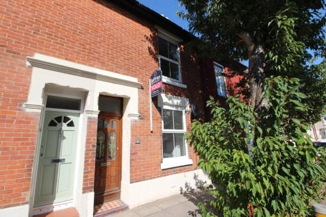 Bettesworth Road, Portsmouth. 2 bedroom terraced house