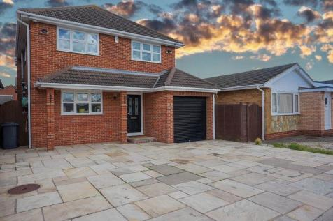 Beach Road, Canvey Island. 4 bedroom detached house