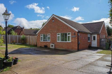 Clarence Road, Bowers Gifford, Basildon. 2 bedroom bungalow