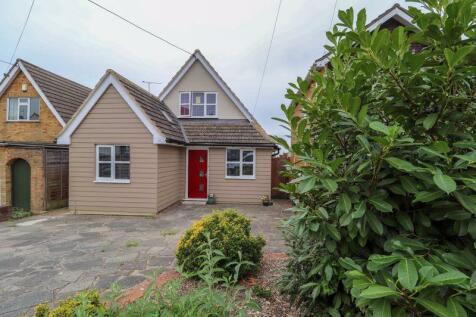 Kimberley Road, Benfleet. 3 bedroom detached house