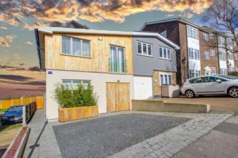 Station Road, South Benfleet. 3 bedroom semi-detached house