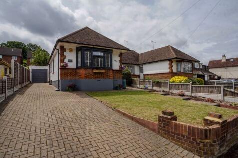 Essex Way, Benfleet. 2 bedroom semi-detached bungalow