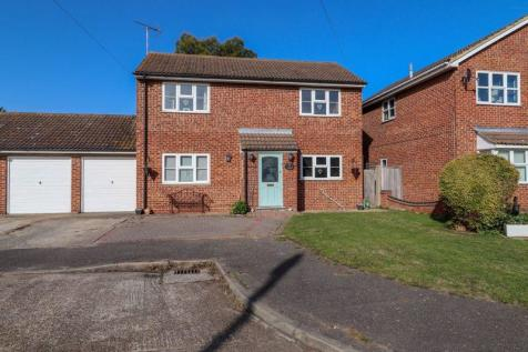 North Street, Great Wakering, Southend-On-Sea. 4 bedroom link detached house for sale