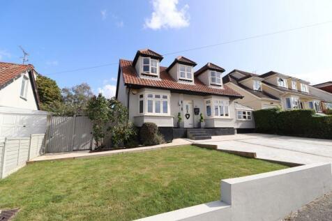 Grosvenor Road, Benfleet. 3 bedroom detached house