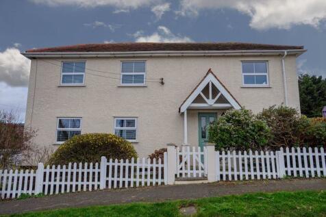 Essex Way, South Benfleet. 3 bedroom detached house