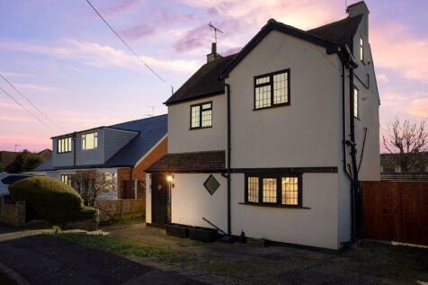 Kimberley Road, South Benfleet. 3 bedroom detached house