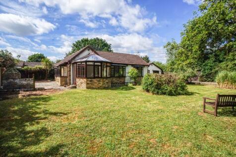 Windsor Road, Bowers Gifford, Basildon. 3 bedroom bungalow