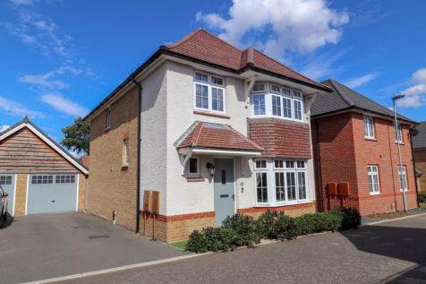 Mundells Drive, Lee chapel North, Basildon. 4 bedroom detached house
