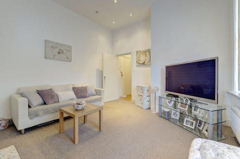 Queen Annes Place, London, EN1. 1 bedroom ground floor flat