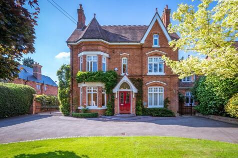 Avenue Road, Dorridge. 5 bedroom detached house