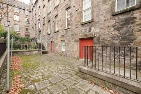 1 Coinyie House Close, Old Town, EH1 1NL. 1 bedroom ground floor flat for sale