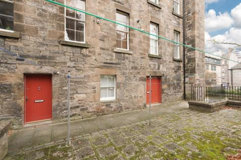 2 Coinyie House Close, Old Town, EH1 1NL. 1 bedroom ground floor flat for sale