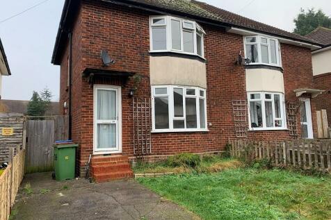 Bethune Road, Horsham, West Sussex. RH13 5JN. 2 bedroom semi-detached house