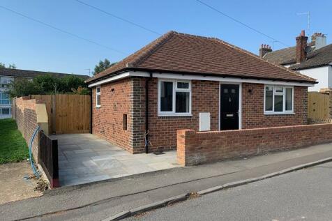 23 Arun Way, Horsham, West Sussex. RH13 5DD. 2 bedroom detached bungalow