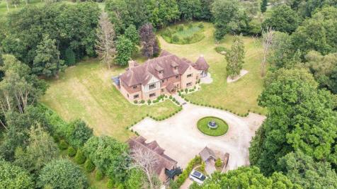 Copthorne Common, Copthorne, West Sussex. 8 bedroom detached house