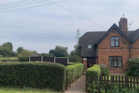 Middlewich Road, Leighton. 3 bedroom semi-detached house