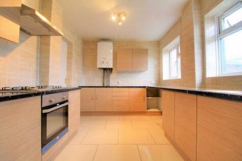 Northumberland Avenue, Reading, Berkshire, RG2. 4 bedroom semi-detached house