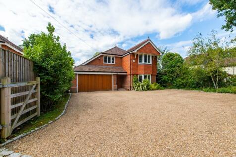 Guildford Road, Cranleigh, Surrey, GU6. 4 bedroom detached house