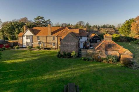North Orbital Road, St. Albans, Hertfordshire, AL2. 5 bedroom detached house for sale