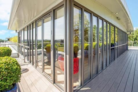 Charters Court, Charters Road, Ascot, Berkshire, SL5. 3 bedroom penthouse for sale