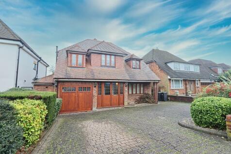 Broadstrood, Loughton, Essex, IG10. 4 bedroom detached house for sale