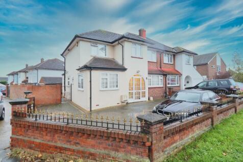 Lower Bedfords Road, Rise Park, Romford, London, RM1. 4 bedroom semi-detached house