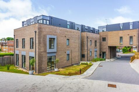 Syresham Gardens, HAYWARDS HEATH. 2 bedroom apartment
