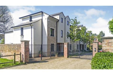 Mount Lane, Chichester, PO19. 3 bedroom town house