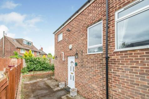 Bardwell Close, Basingstoke, RG22. 2 bedroom end of terrace house