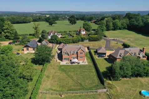 Norwood Hill, Horley, RH6. 4 bedroom country house