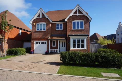 Highwood Crescent, Horsham, RH12. 4 bedroom detached house