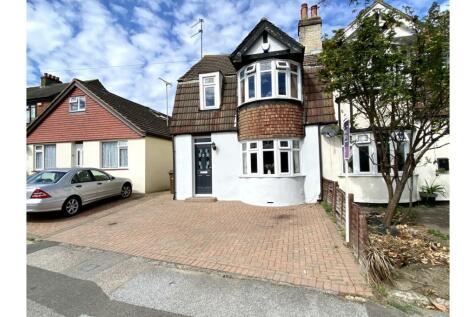 Maidstone Road, Rainham, Gillingham, ME8. 3 bedroom semi-detached house