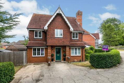 Goddard Close, Guildford, GU2. 5 bedroom detached house