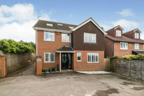 Gracemere Crescent, Basingstoke, RG22. 6 bedroom detached house