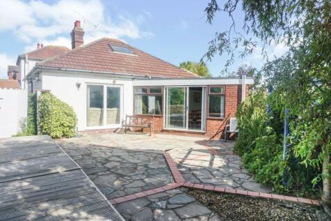 Cambridge Road, Lee-on-the-Solent, PO13. 3 bedroom detached bungalow