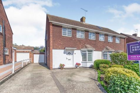 The Avenue, Aylesford, ME20. 3 bedroom semi-detached house