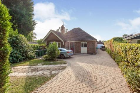 Comptons Lane, Horsham, RH13. 4 bedroom detached bungalow