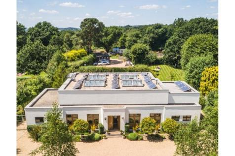 Nutbourne Common, Pulborough, RH20. 5 bedroom country house