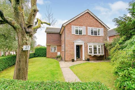 Oakfield Drive, Reigate, RH2. 4 bedroom detached house for sale
