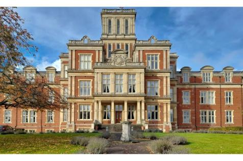 Royal Earlswood Park, Redhill, RH1. 2 bedroom apartment for sale