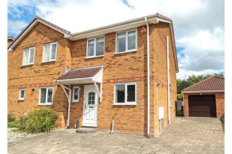 Mcwilliam Close, Poole, BH12. 3 bedroom semi-detached house