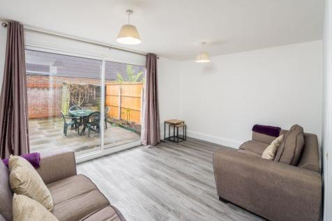 Cornelia Street, London N7. 3 bedroom property
